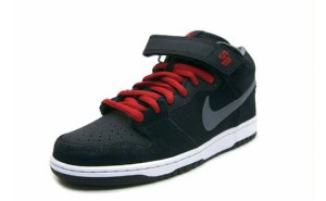 Nike-SB-Blood-Red-Griptape-Dunk-Mid-01